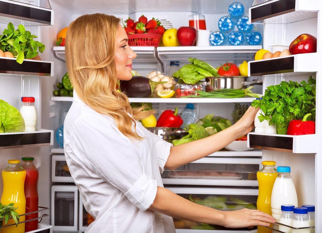 Какие продукты лучше не убирать в холодильник?