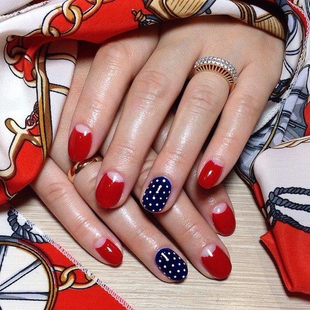 Дизайн ногтей красный с синем