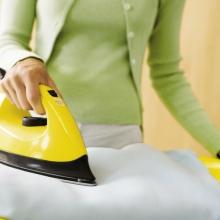 Как почистить подошву утюга?