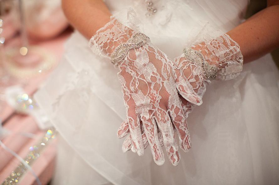 Митенки или свадебные перчатки? На чем остановить свой выбор невесте?